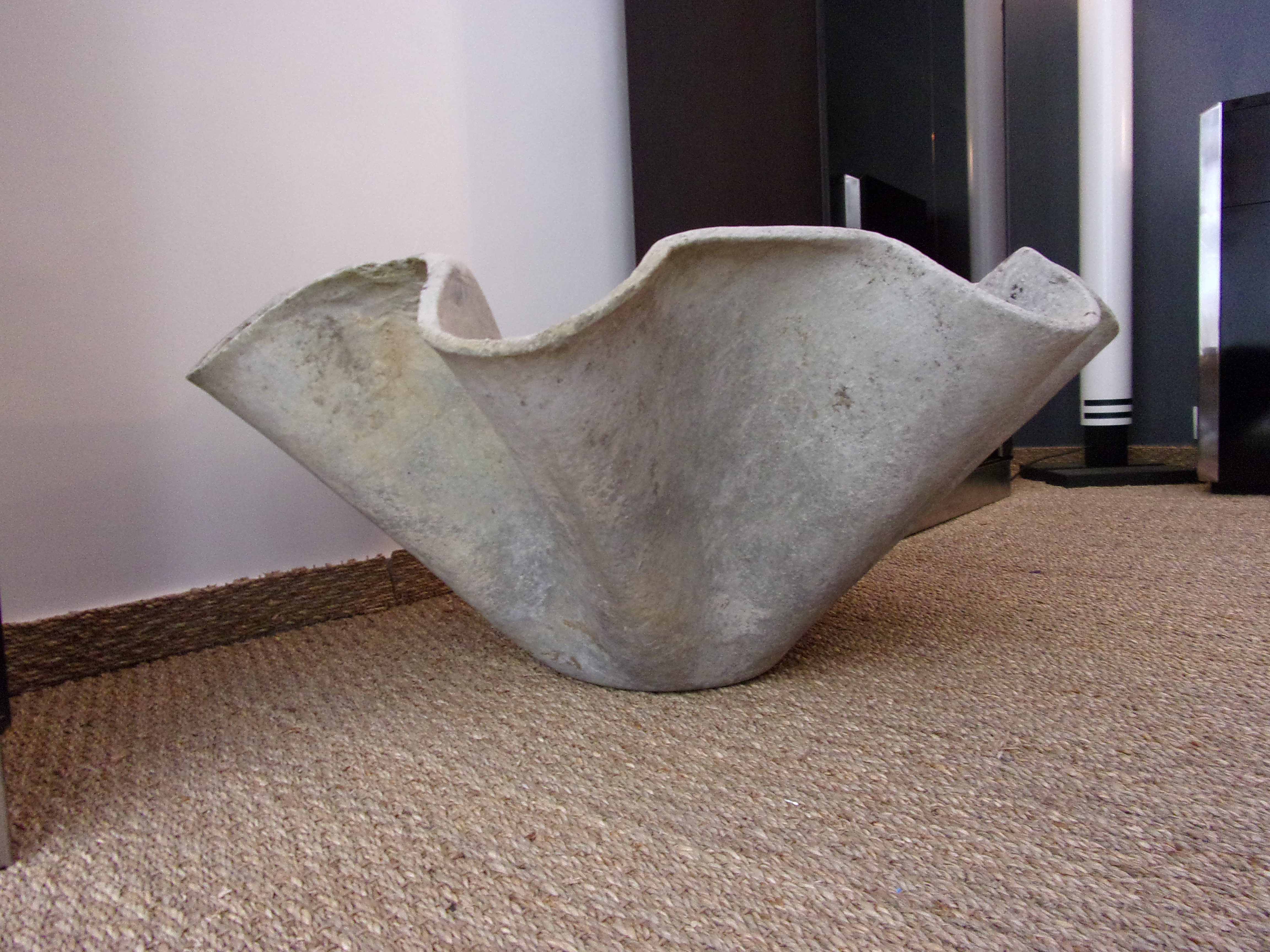 eternit planter handkerchief in fibro cement willy guhl. Black Bedroom Furniture Sets. Home Design Ideas