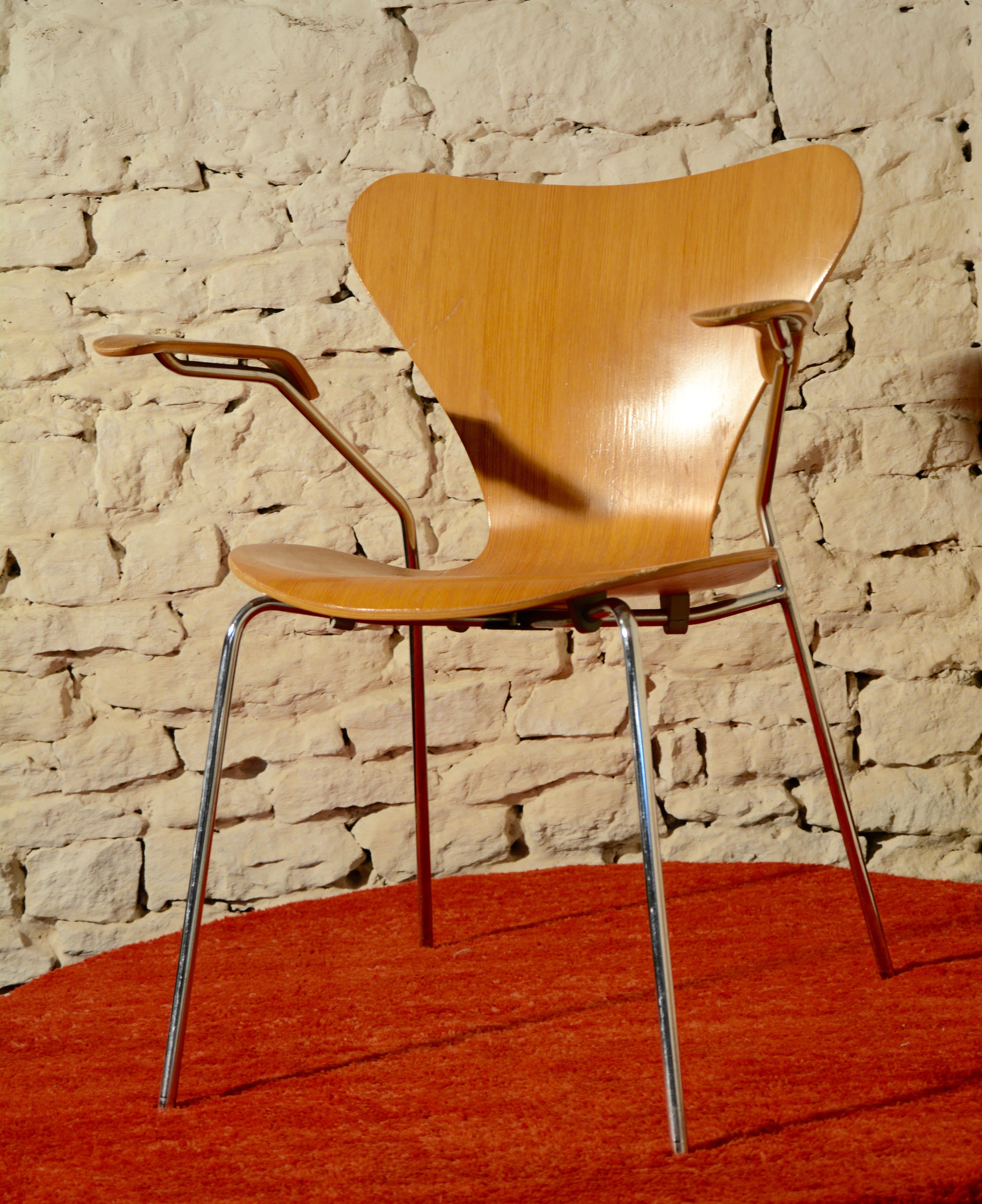 fritz hansen serie 7 chair arne jacobsen 1978 design market. Black Bedroom Furniture Sets. Home Design Ideas