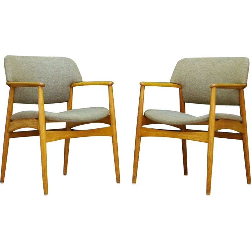 Vintage armchair in fabric and oakwood by Fritz Hansen, 1960-70s