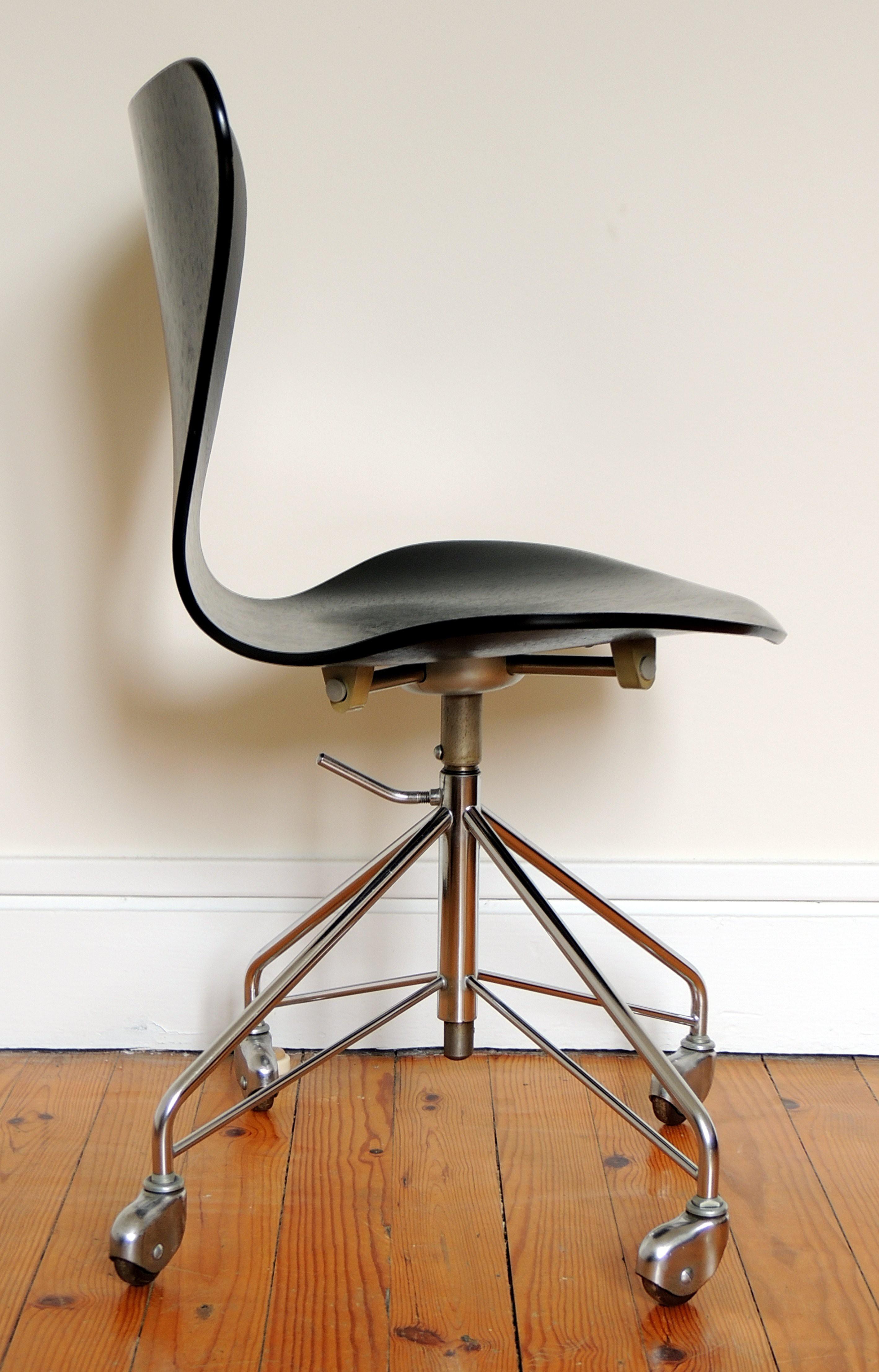 Fritz Hansen Quot 3117 Quot Swivel Chair Arne Jacobsen 1950s