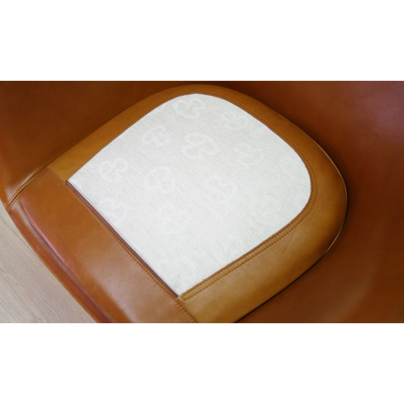 Egg Chair Cognac.Vintage Egg Chair In Cognac Elegance Leather By Arne Jacobsen