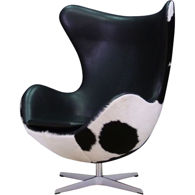 "Vintage ""Egg"" armchair in cowhide by Arne Jacobsen, 1980"