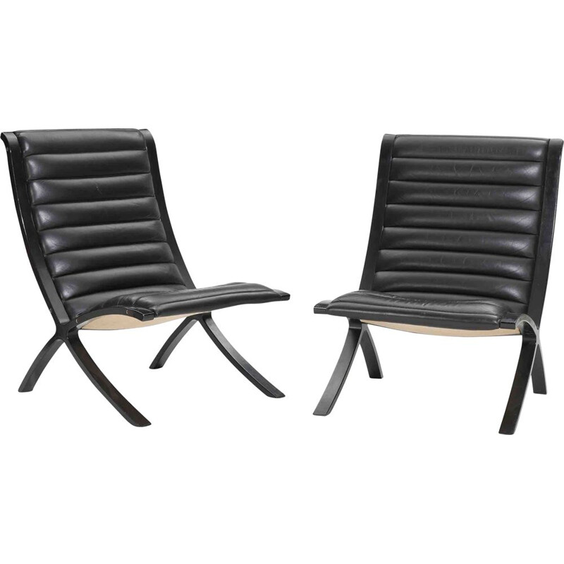 Pair of vintage armchairs in leather and black lacquered wood by Fritz Hansen