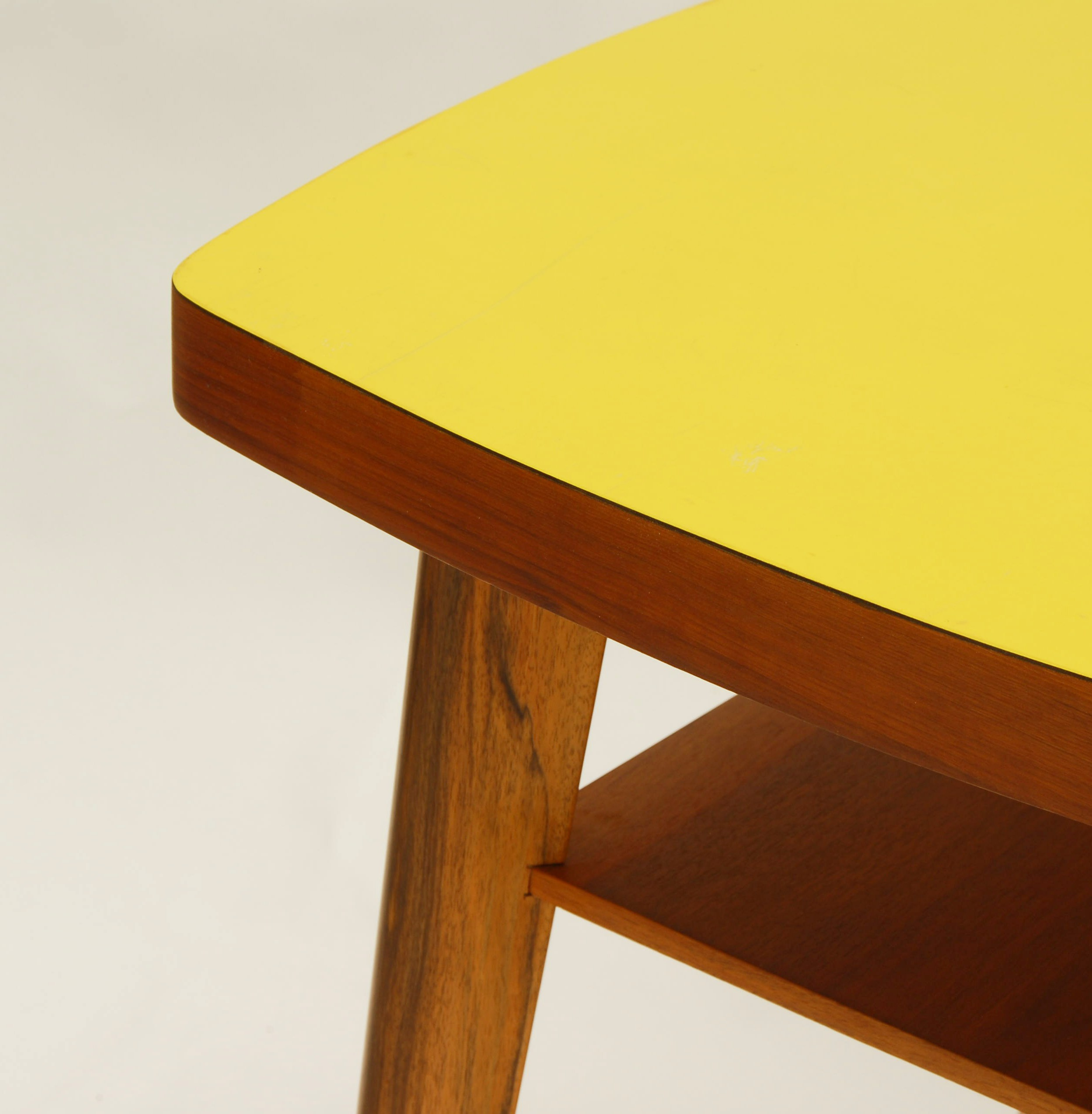 Table Basse En Formica square yellow coffee table in formica with shelf - 1960s