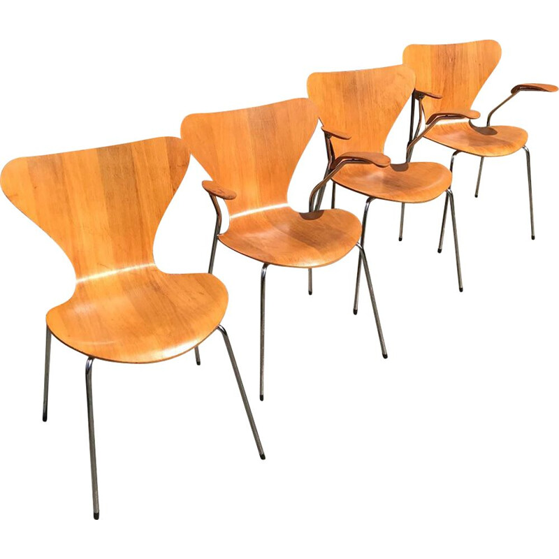Set of 4 vintage 3107 Butterfly Chairs by Arne Jacobsen for Fritz Hansen, 1985
