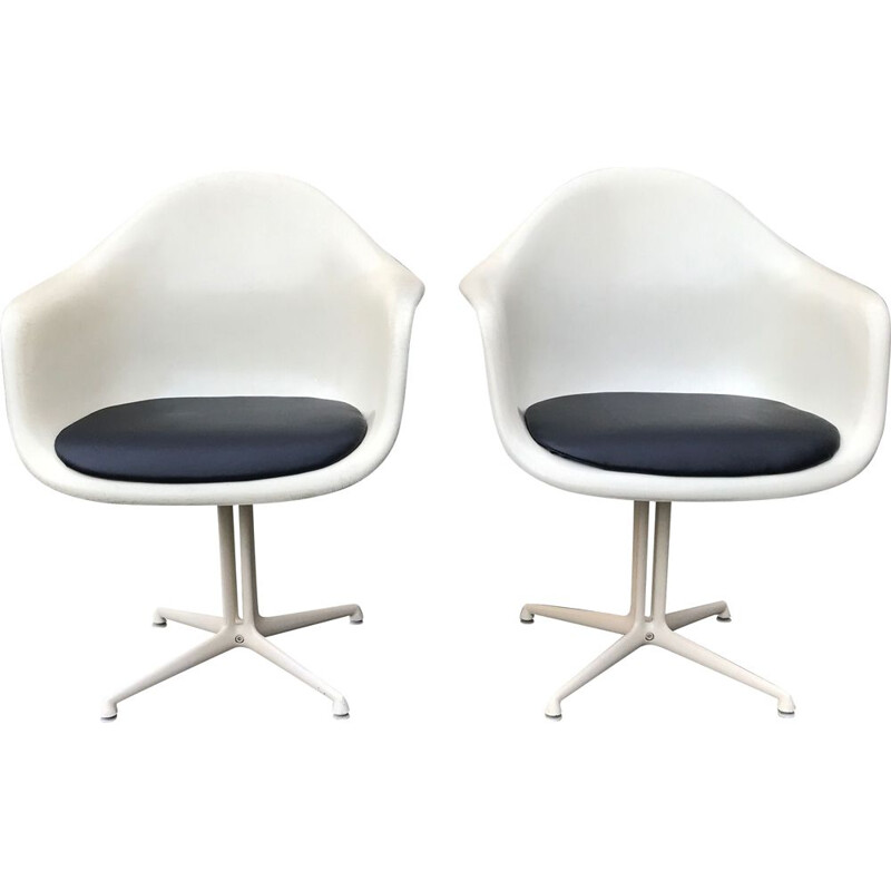 Vintage pair of DAL La Fonda parchment fibreglass armchair by Charles & Ray Eames for Herman Miller 1970s