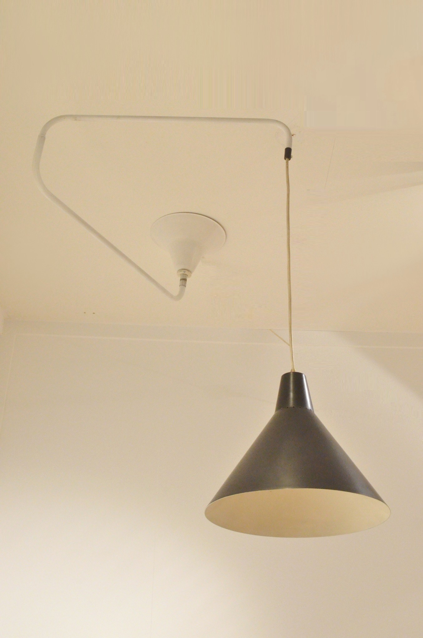 articulated hanging lamp in black and white 1950s design market