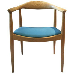 """Pair of """"Round"""" chairs in oakwood and fabric, Hans J. WEGNER - 1950s"""