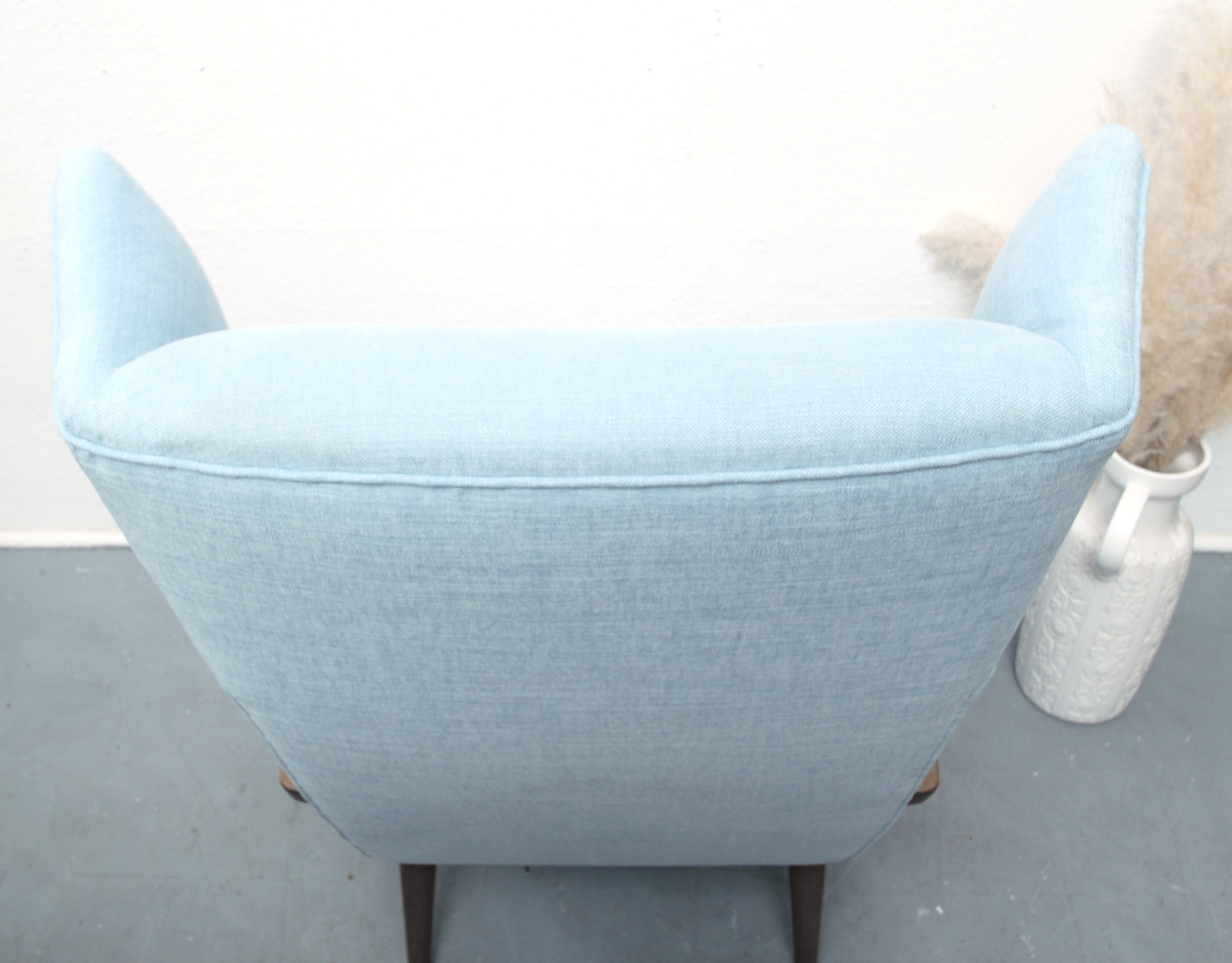 Knoll Antimott wing chair in cherry wood and light blue fabric ...