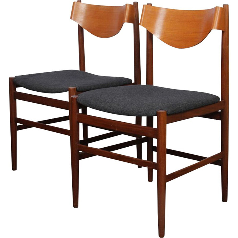 Pair of vintage chairs by Gianfranco Frattini for Cassina, 1960