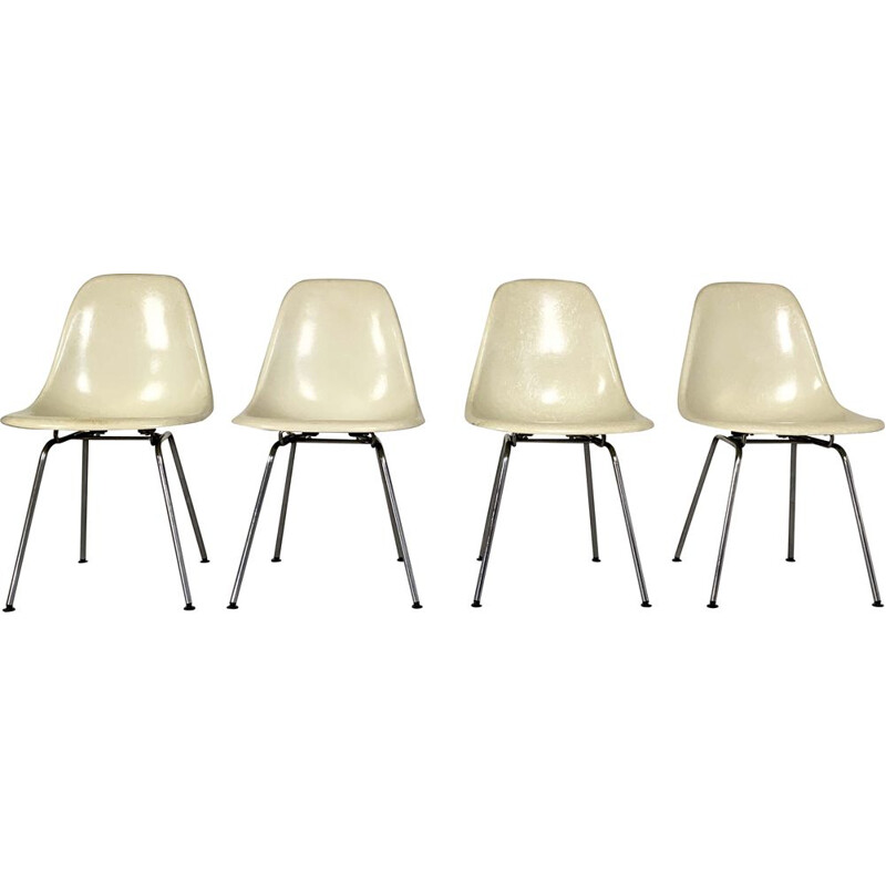 Set of 4 fiberglass vintage DSW chairs by Charles and Ray Eames for Herman Miller, 1980s