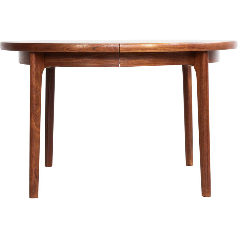 Midcentury Danish round dining table in teak with 2 extensions with border
