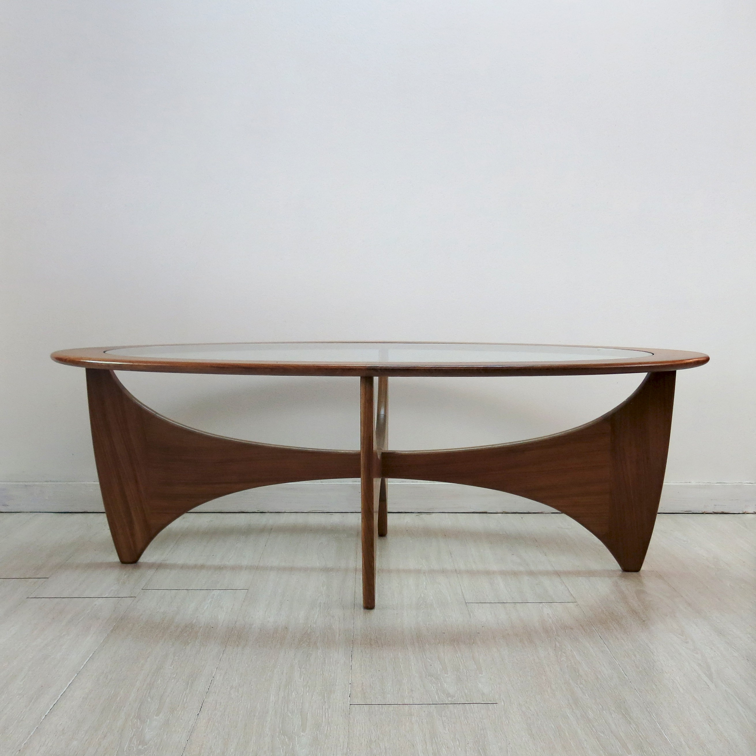 """G Plan """"Astro"""" oval coffee table in teak and glass Victor WILKINS"""