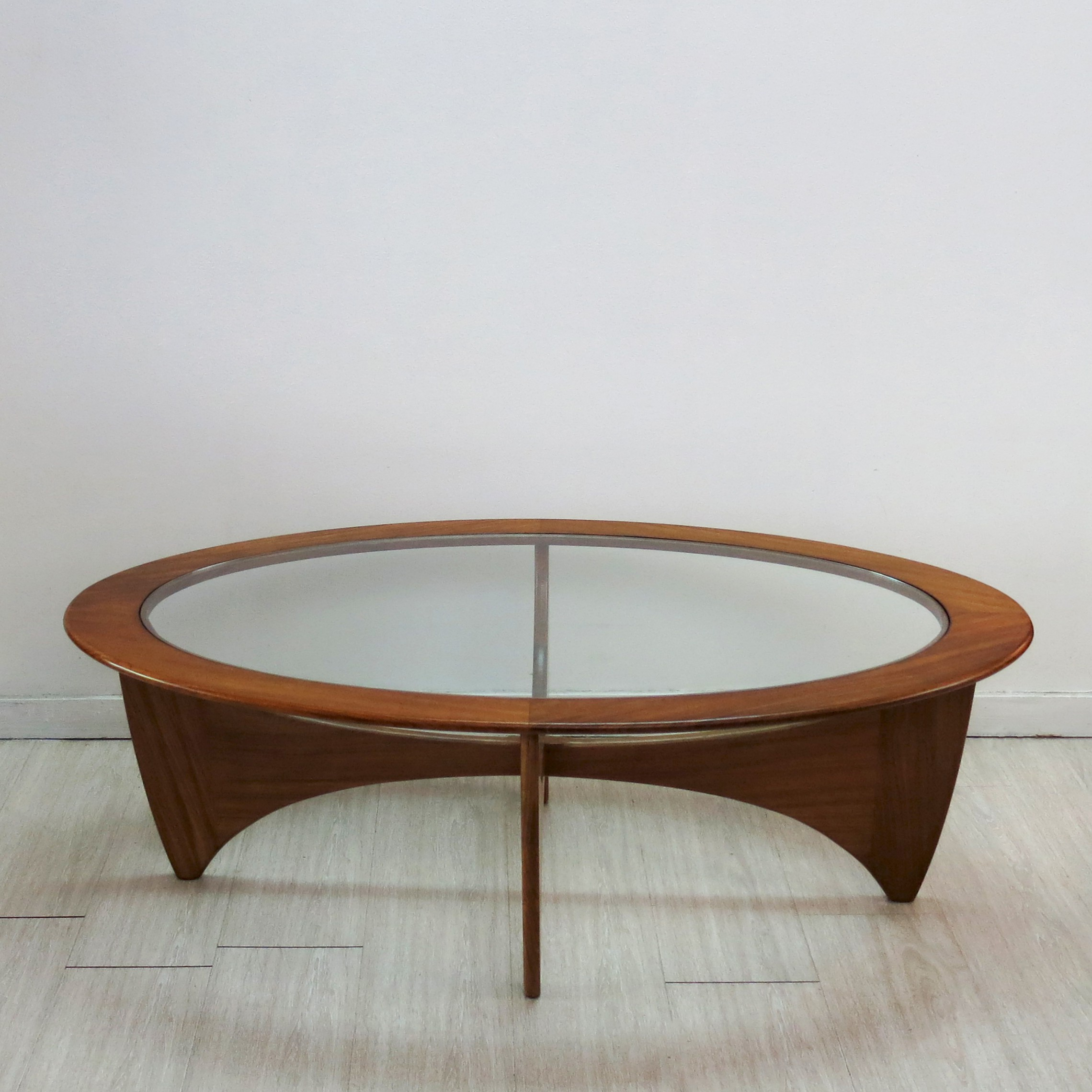 "G Plan ""Astro"" oval coffee table in teak and glass Victor WILKINS"