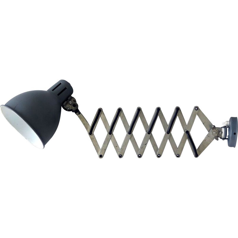 Extendable industrial wall lamp