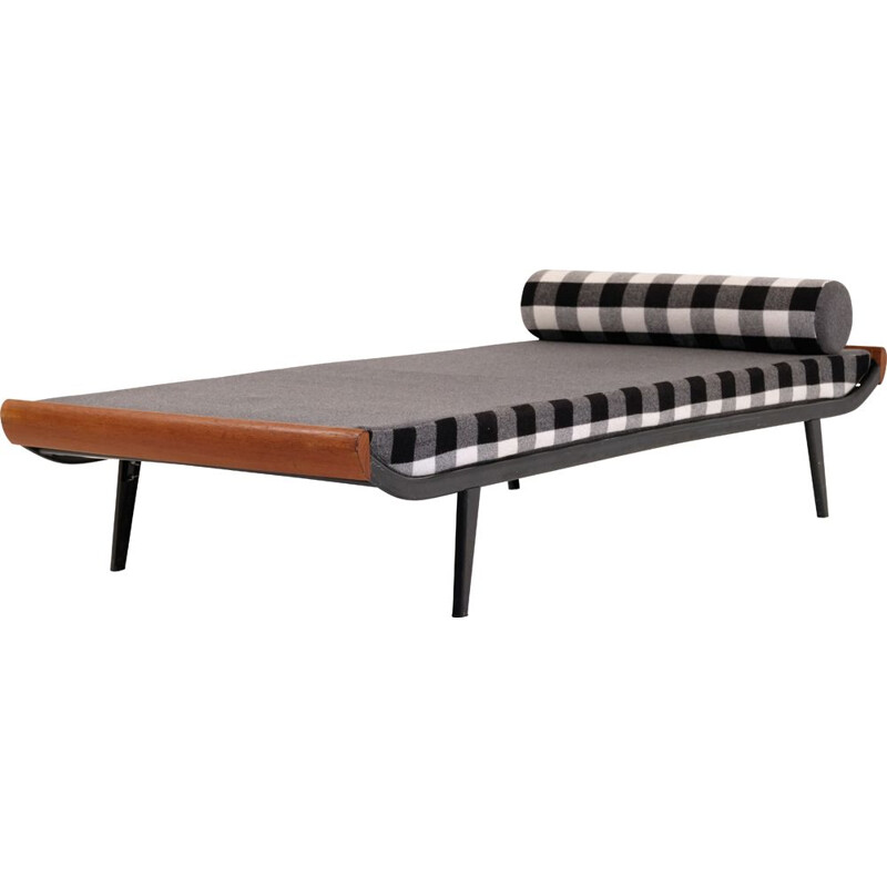 Cleopatra Vintage resting bed by Dick Cordemeijer for Auping