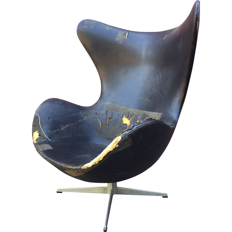 Vintage Egg chair by Arne Jacobsen for Fritz Hansen 1960s