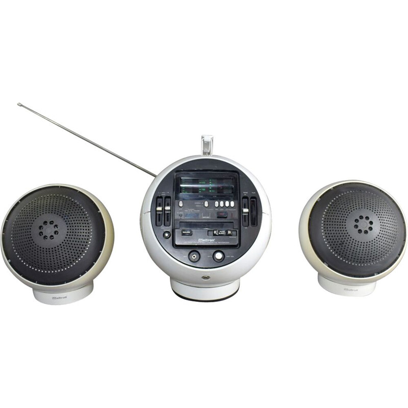 Radio Vintage with 2 Weltron 'Space Ball' 2004 speakers
