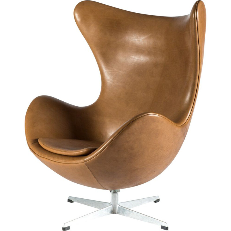 Vintage Egg leather armchair by Arne Jacobsen for Fritz Hansen