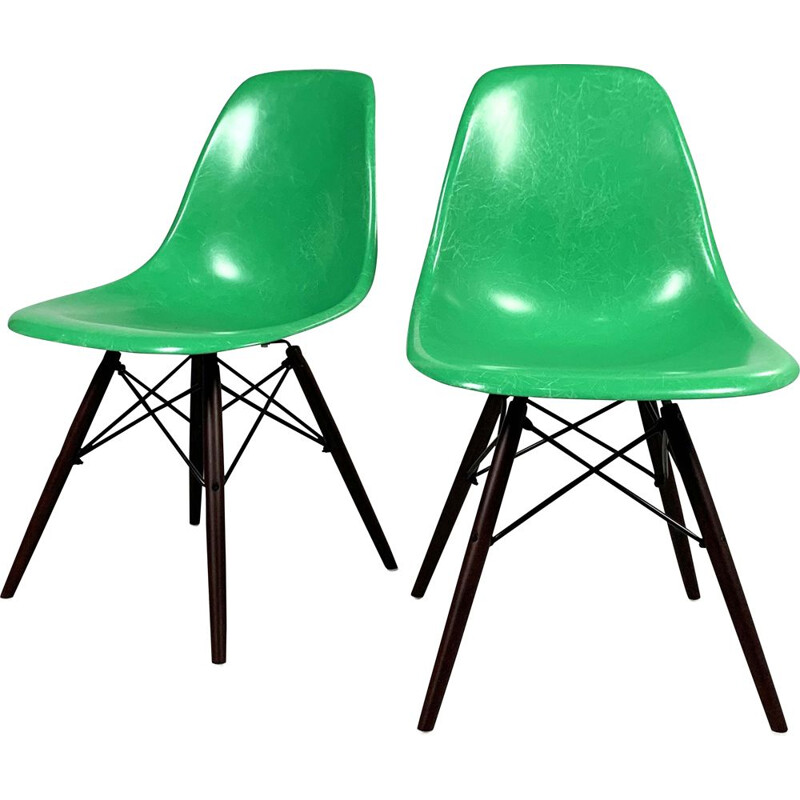 Vintage dining chair Green DSW by Charles and Ray Eames for Herman Miller, 1980