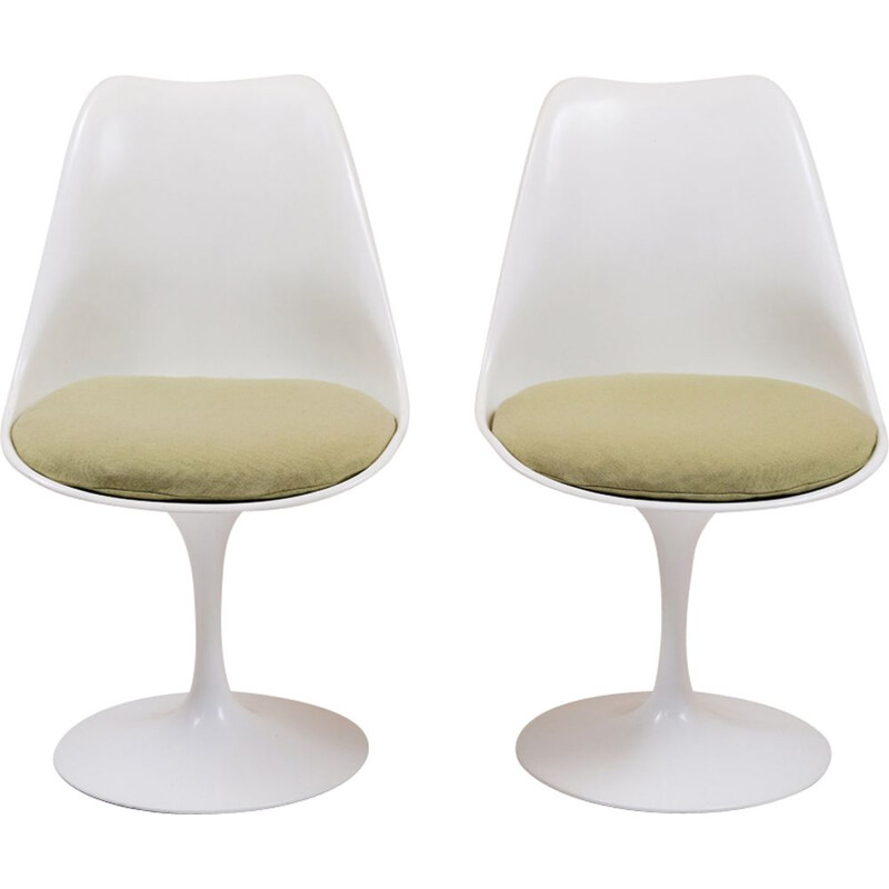Pair of vintage tulip swivel chairs by Eero Saarinen for Knoll 1980