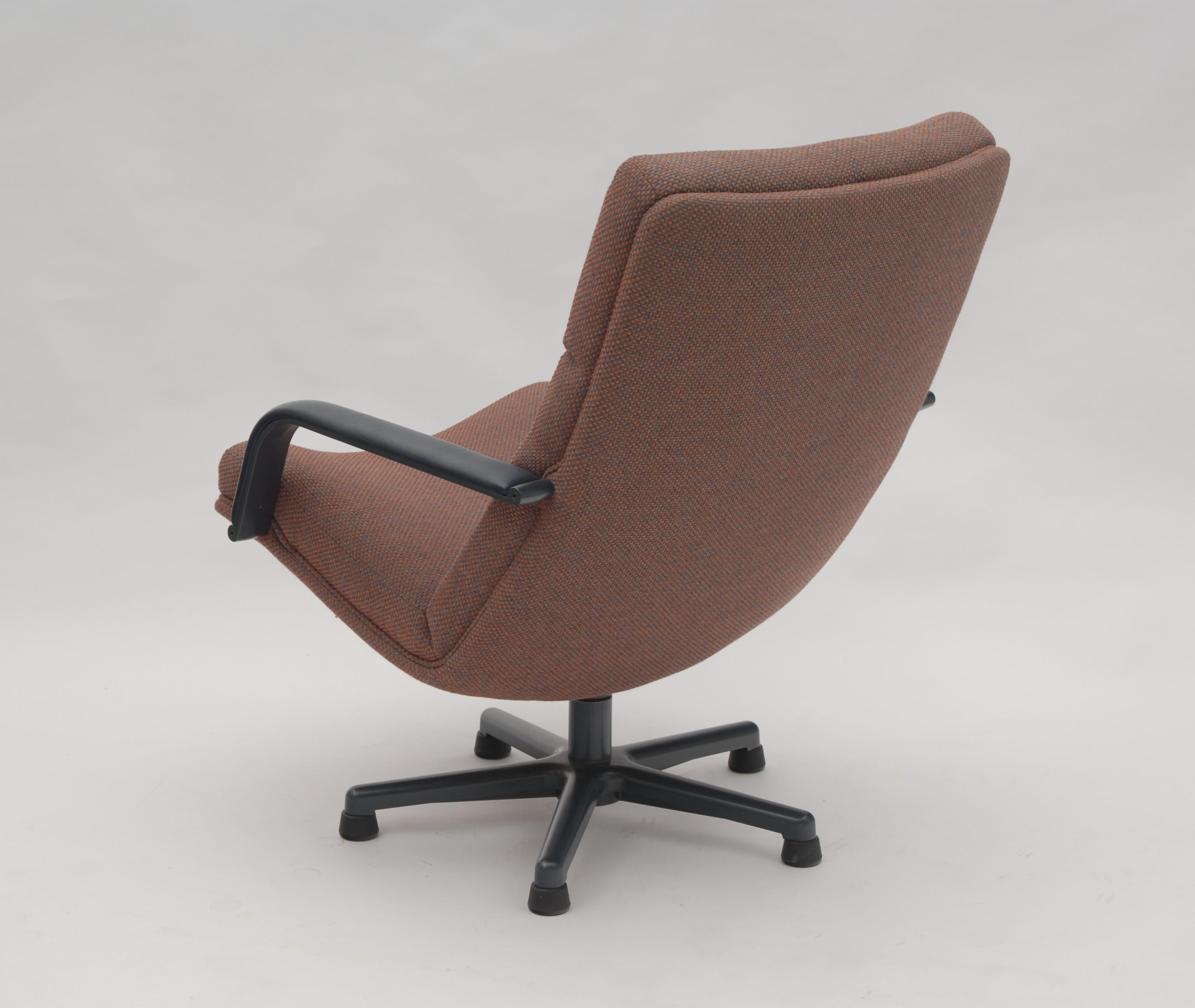 Artifort F141 Lounge Chair, Geoffrey HARCOURT