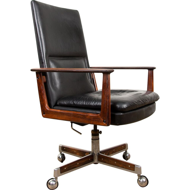 Large vintage office armchair in Rio Rosewood and Leather, model 419 by Arne Vodder