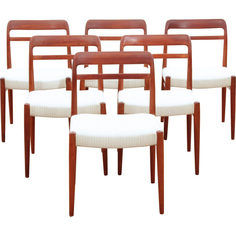 Suite of 6 vintage teak chairs model 145