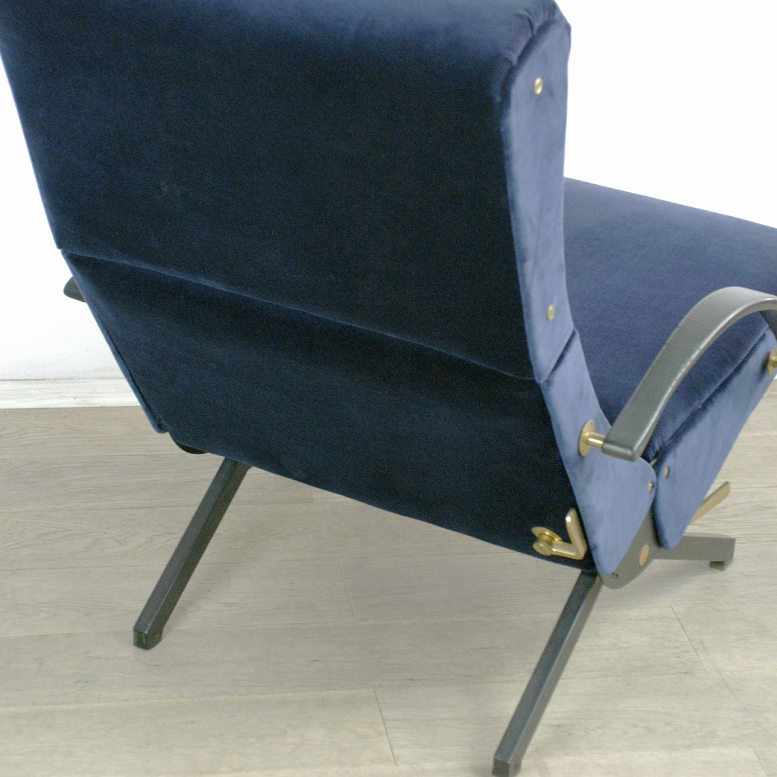 P40 Tecno Lounge Chair Osvaldo Borsani 1950s Design