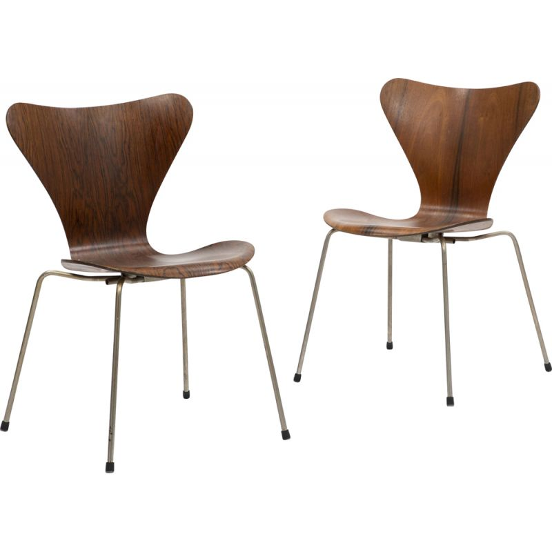 "Pair of dining chairs ""Seven Chair"" with steel structure Arne Jacobsen"