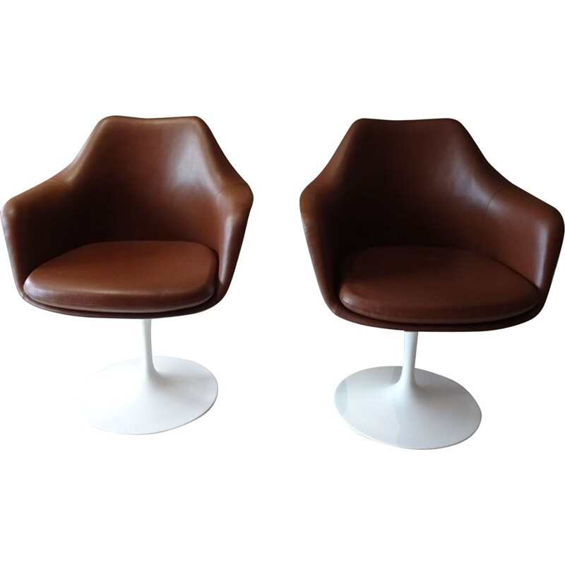 Pair of vintage swivel armchairs by Eero Saarinen for Knoll 1990