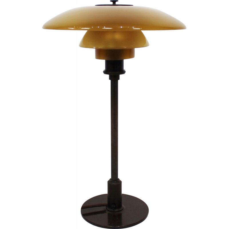 Vintage PH 32 tablelamp with shades of amber colored glass and frame of burnished brass, by Poul Henningsen,1930s