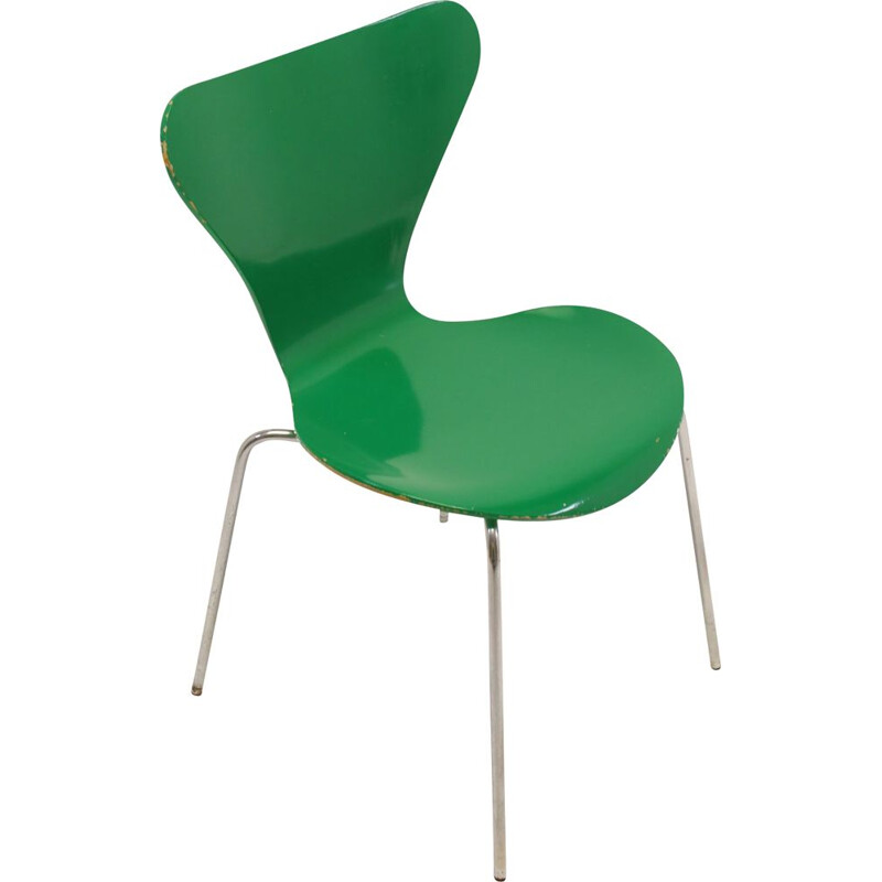 Vintage Model 3107 dining table chair green by Arne Jacobsen 1979