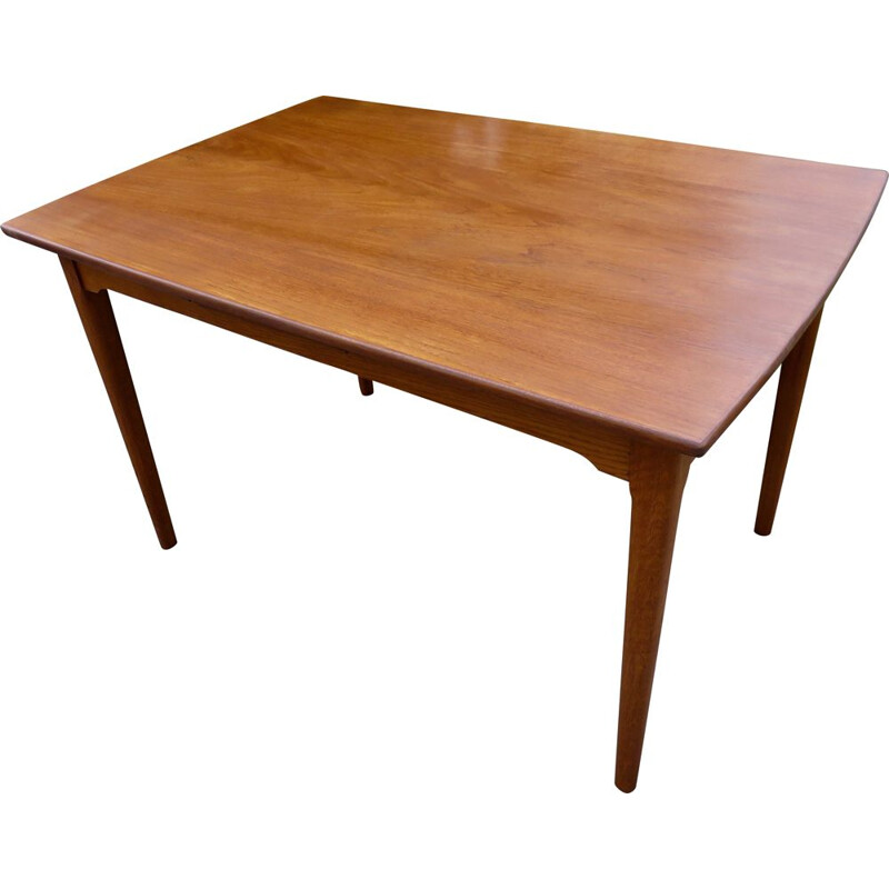 Vintage teak extensible table with rounded edges. Denmark 1960