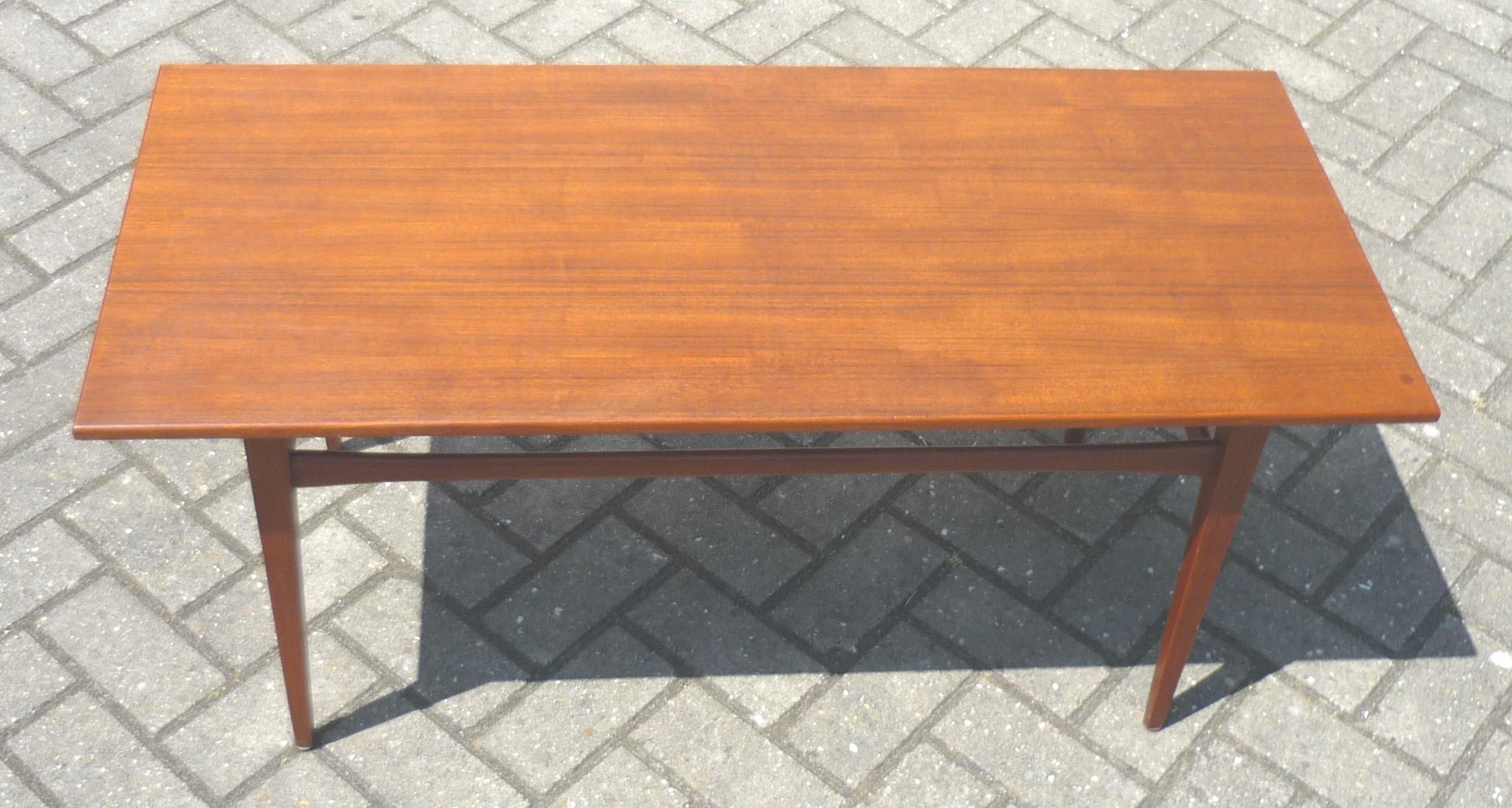 Scandinavian long coffee table in teak - 1950s - Design Market
