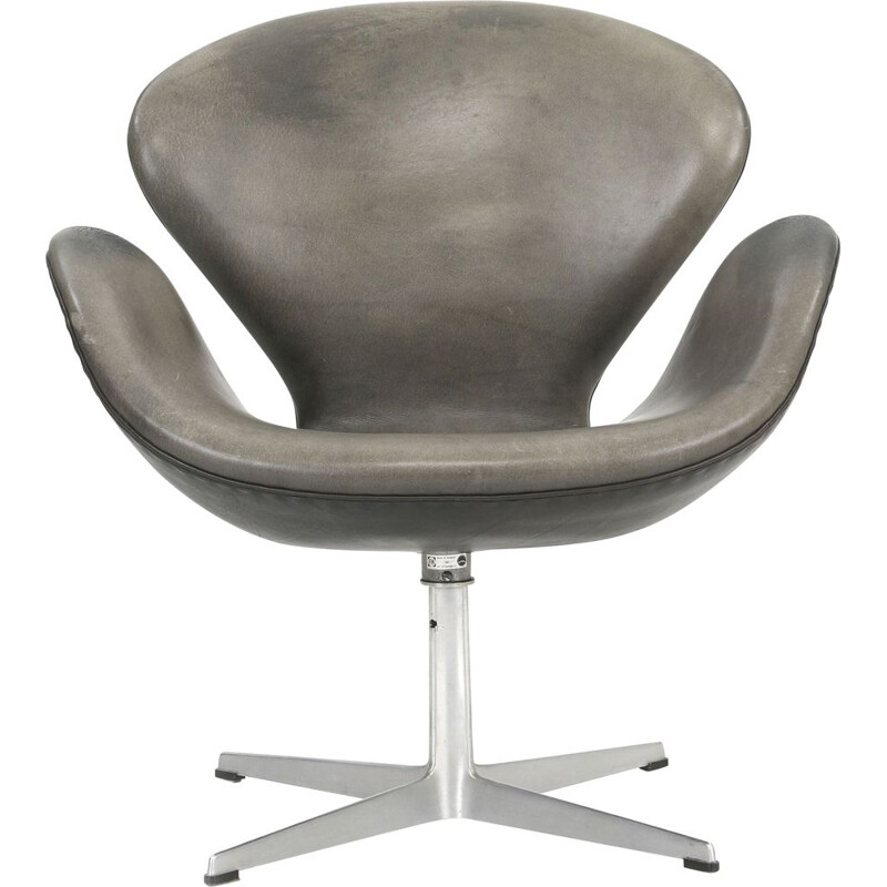 Vintage grey leather swivel armchair by Arne Jacobsen Fritz Hansen 1970