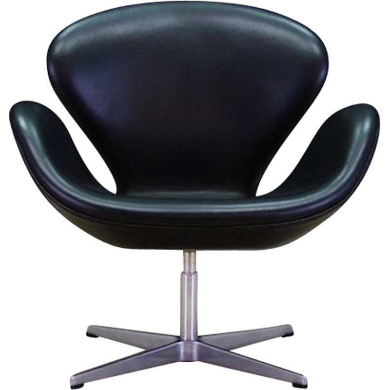 Vintage armchair Swan 3320 by Arne Jacobsen for Fritz Hansen 1982