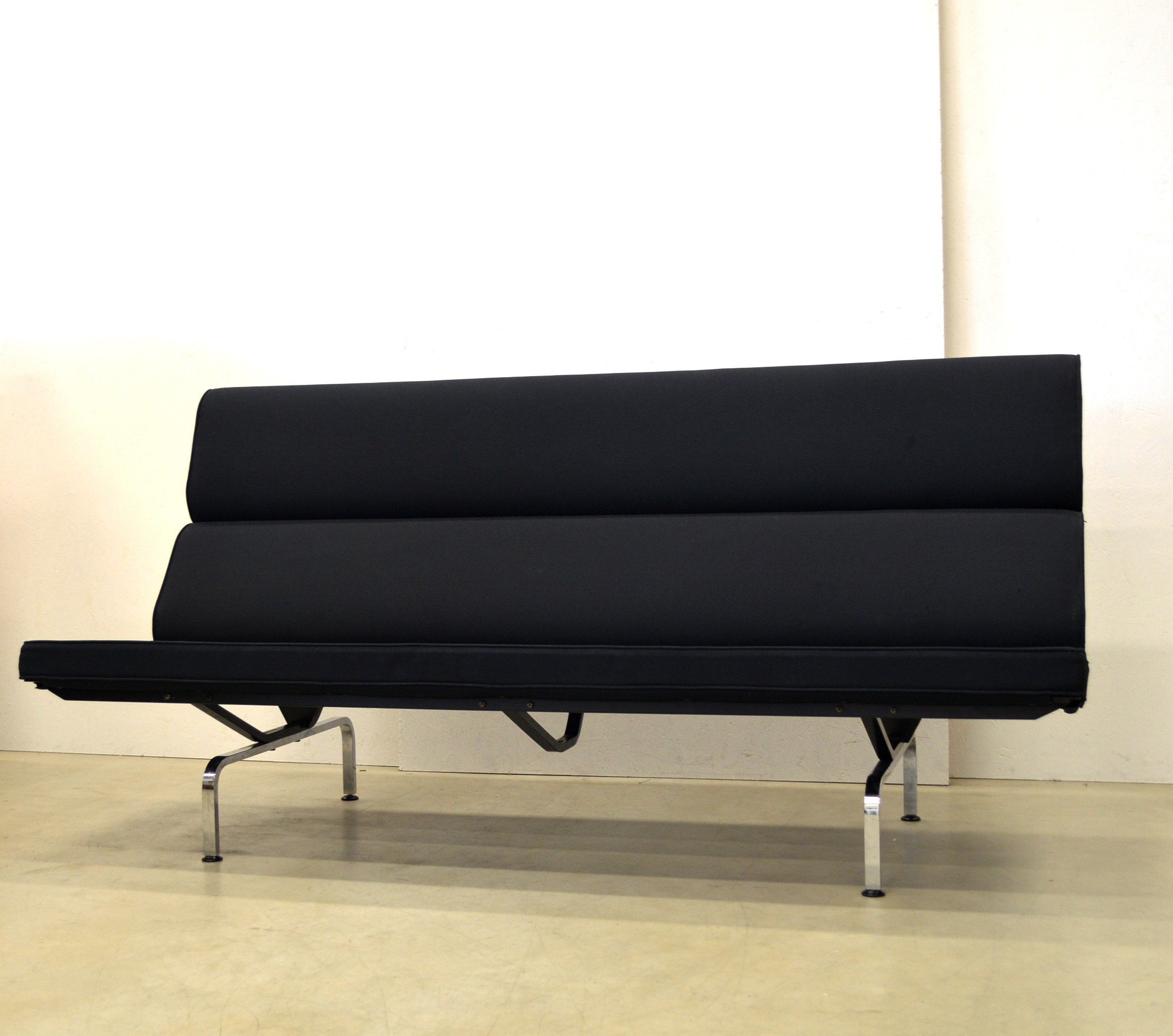 charles eames compact sofa hereo sofa. Black Bedroom Furniture Sets. Home Design Ideas