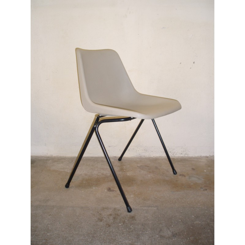 Set Of 6 Hille Chairs Polyprop In Plastic Robin DAY