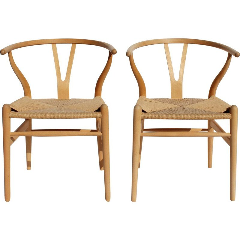 Pair of vintage Wishbone chairs of beech and papercord by Hans J. Wegner and Carl Hansen & Son in the 1960s