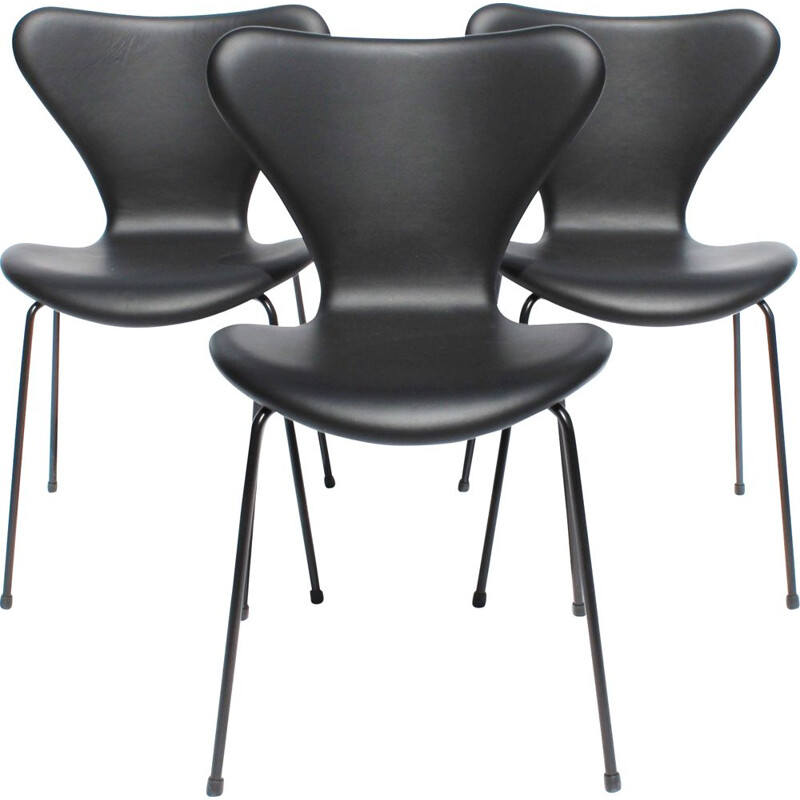 Set of 3 vintage Arne Jacobsen chairs by Fritz Hansen 2016