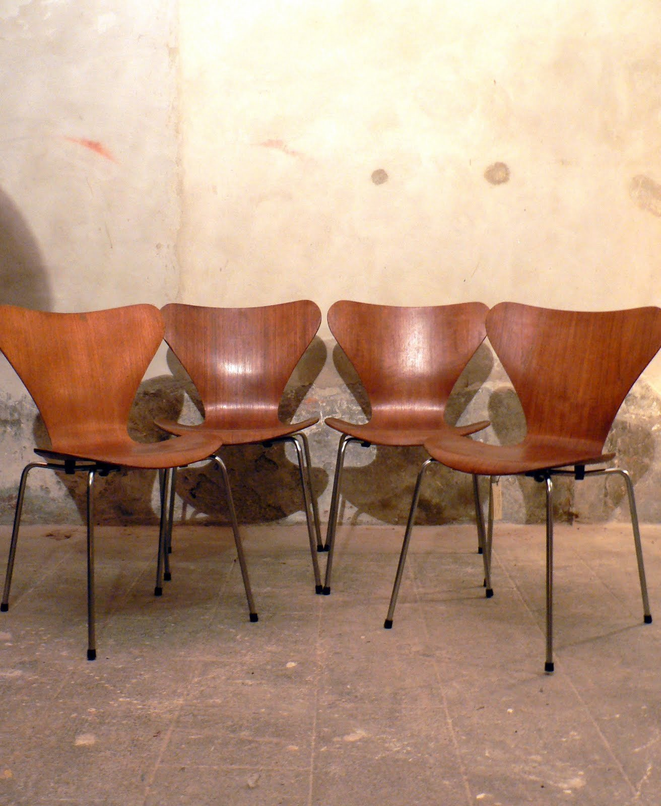 set of 4 serie 7 chairs arne jacobsen 1973 design market. Black Bedroom Furniture Sets. Home Design Ideas