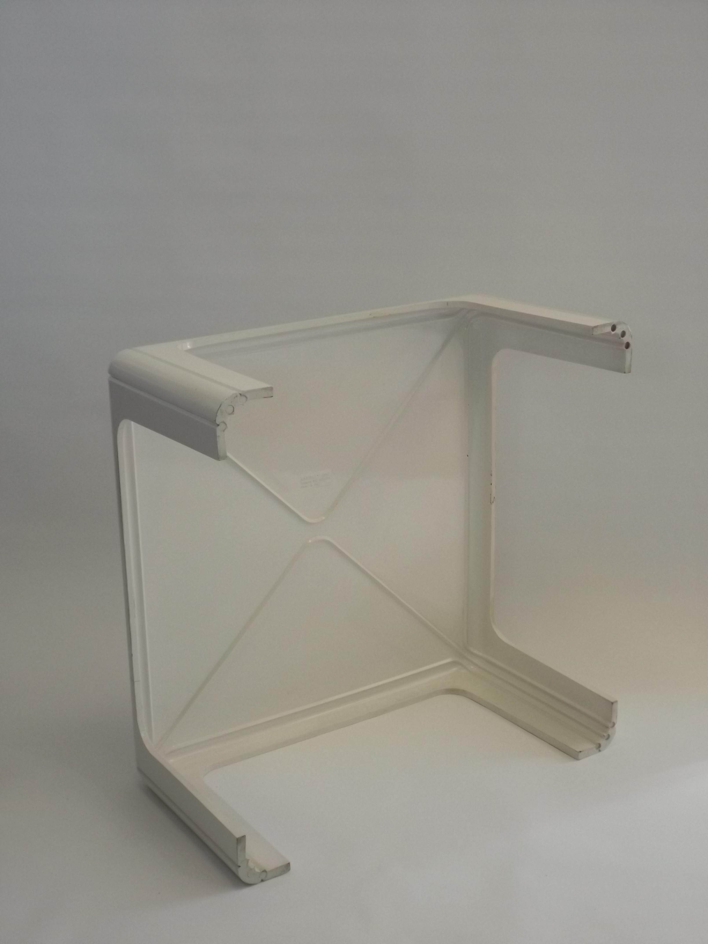 Kartell coffee table in injection moulded ABS Gae AULENTI 1970s