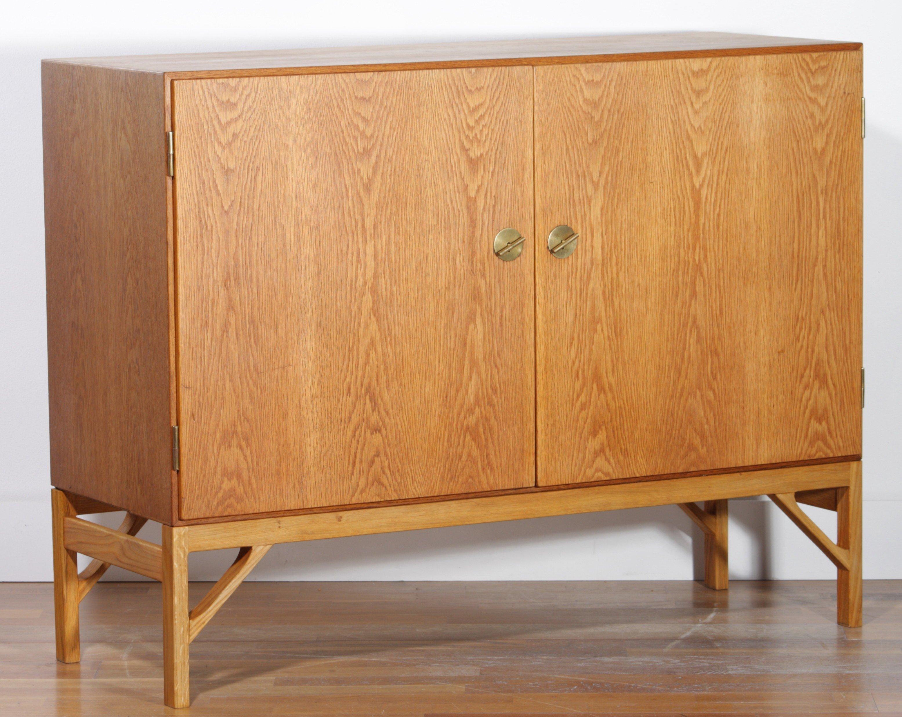 Small mid century sideboard in oak, Borge MOGENSEN - 1950s - Design on