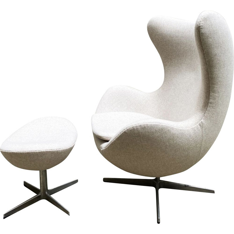 Vintage armchair 3317, Egg chair and Ottoman Arne Jacobsen 1958