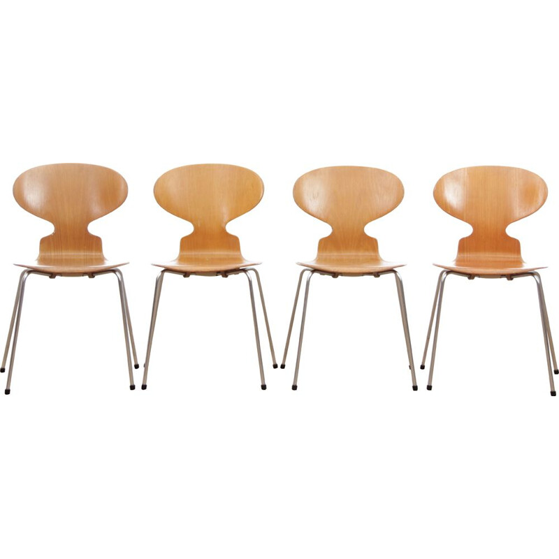Suite of 4 Vintage Ant Chairs 4 feet