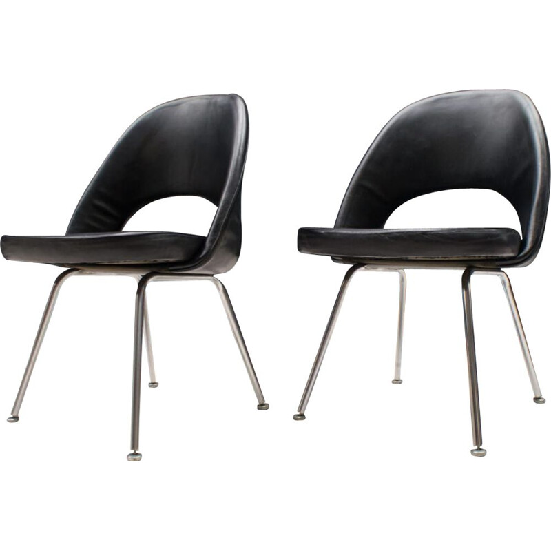 Pair of vintage Series 71 Chairs by Eero Saarinen for Knoll Inc.  Knoll International, 1950s