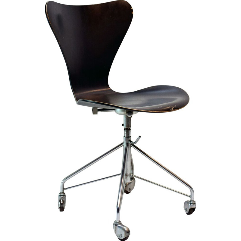 Vintage chair series 7, model 3117, Eiffel foot, by Arne Jacobsen
