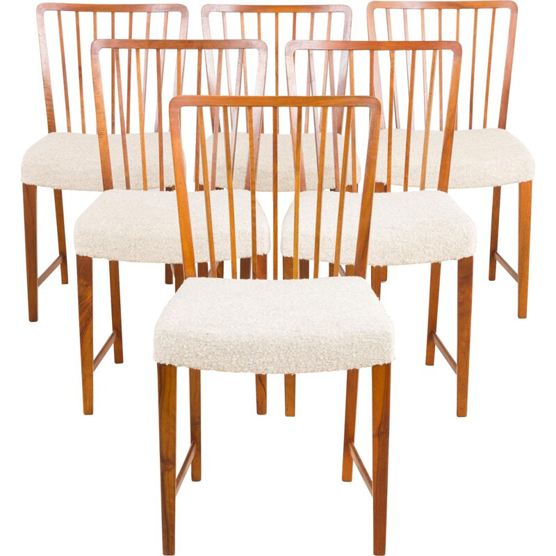 Set of 6 vintage walnut dining chairs in boucle by Frits Henningsen, Denmark 1950s