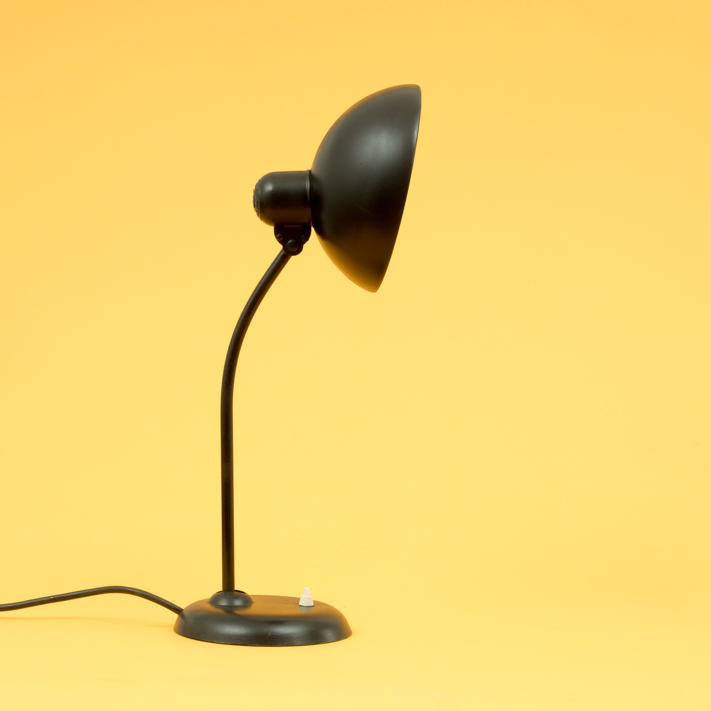 kaiser idell 6556 table lamp in metal 1960s design market. Black Bedroom Furniture Sets. Home Design Ideas